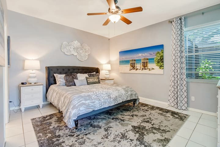 Master bedroom with king size bed, large ensuite bathroom, TV and ample closet space. There is also access to the pool deck.