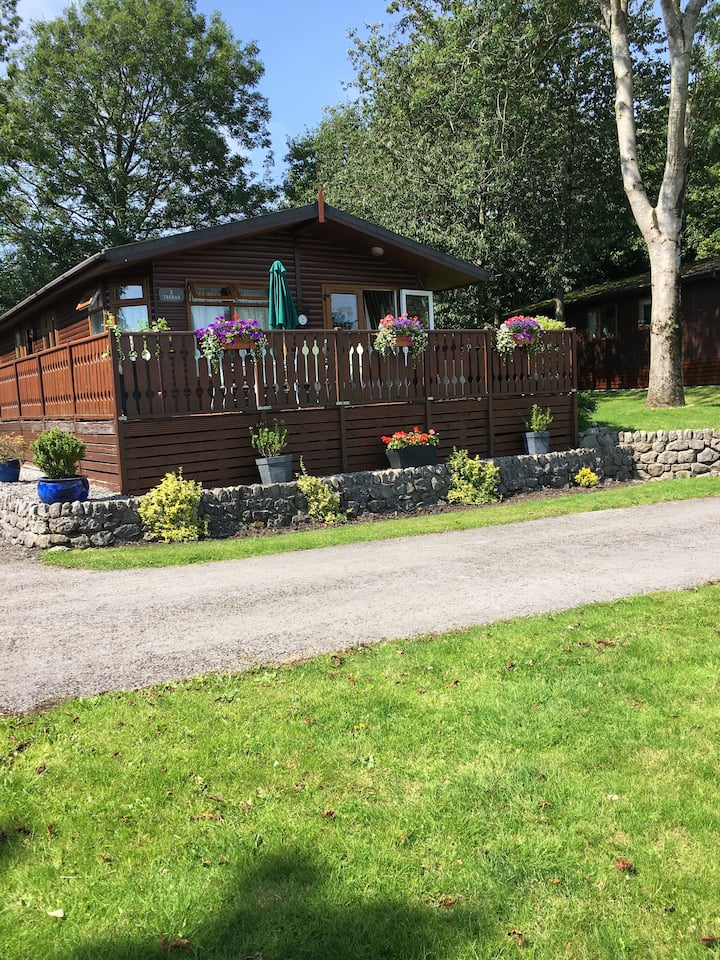 3 Bedroom Lodge, countryside setting & a lake view