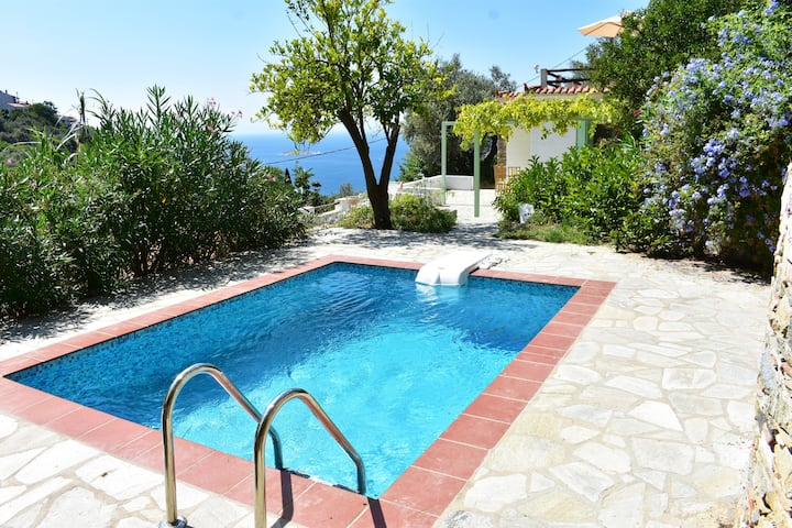 Villas with sea view and private swimming pools