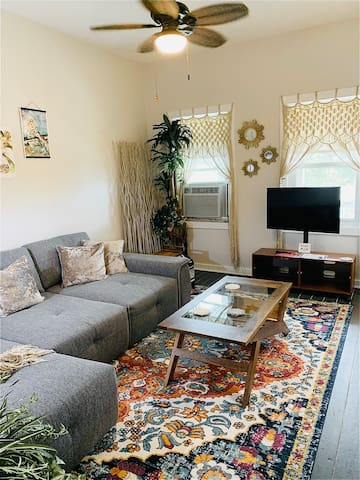 Living Room: oversized sofa sleeps 1-2 extra guests, AC, heat, smart tv, quiet ceiling fan (faux interior plants only).