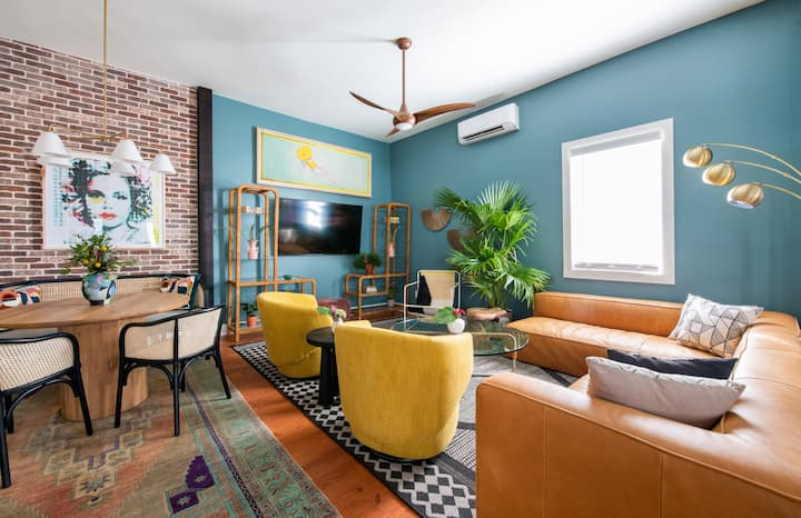 ✰ SOHO SUITE ✰ Prime Location! Walk to Anything!