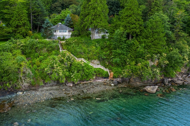 Waterfront Beach House in Enchanted Forest