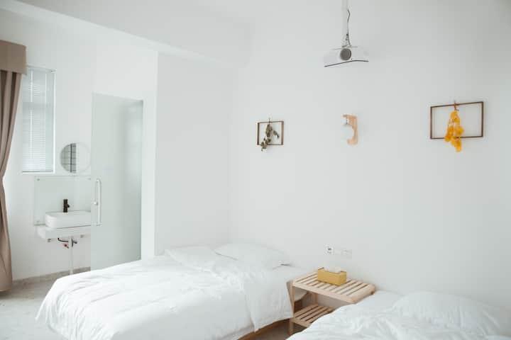 陌上|双床房|大幕布投影
