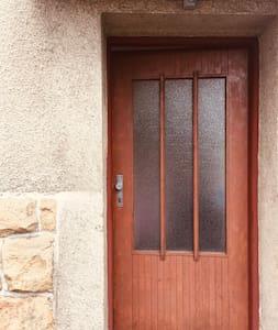 Hlavní vchod do domu.