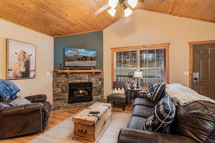 Updated Stonebridge cabin near Silver Dollar City!