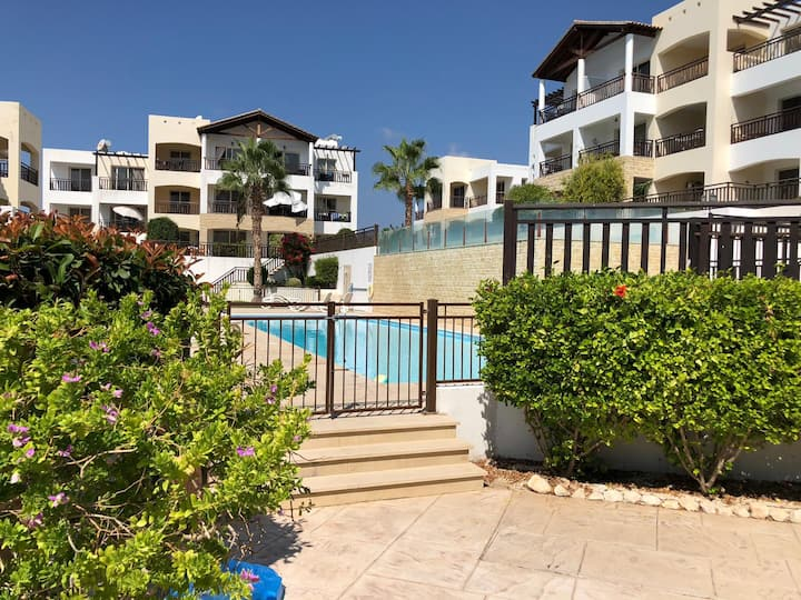 Stunning 1 bed apartment with Terrace & 2 pools