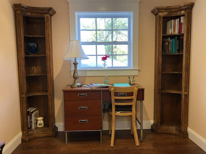 Charming 2BR Apartment - Minutes From Everything
