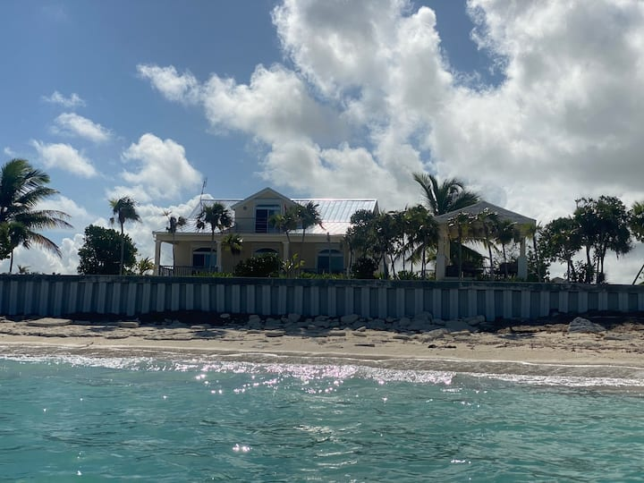 Caribbean Conch Cottage - Wifi-enabled beach villa