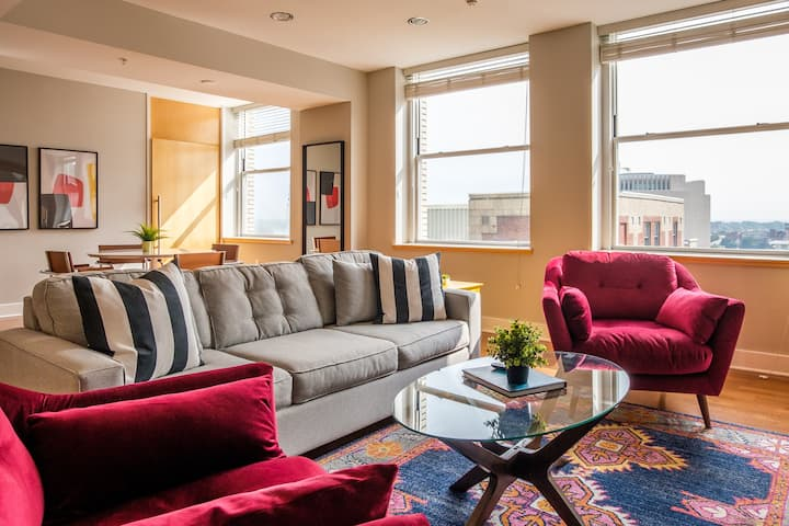 Upscale 2 BR Apt in Downtown