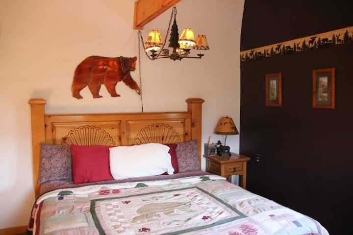 Mountain Dawn Lodge-Unique B&B Experience- Bear