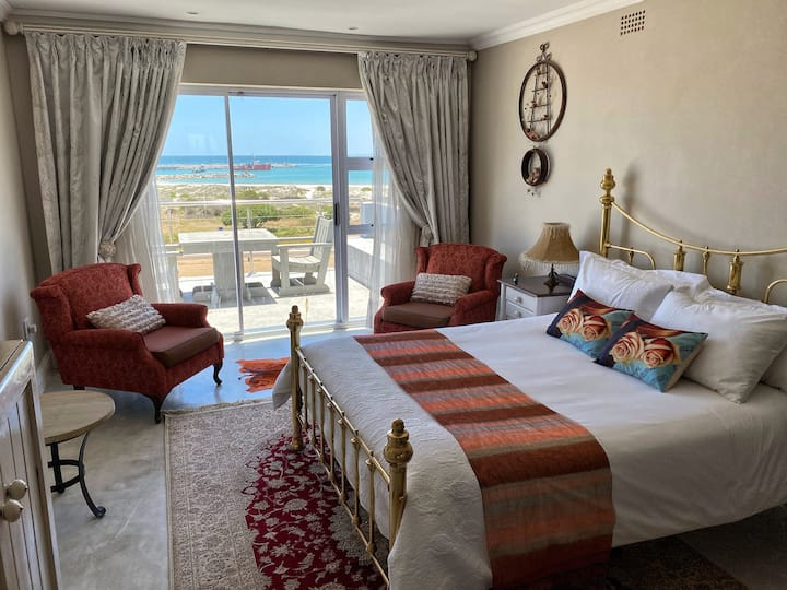 WATERFRONT @TheBay Guest Villa: Rose Room