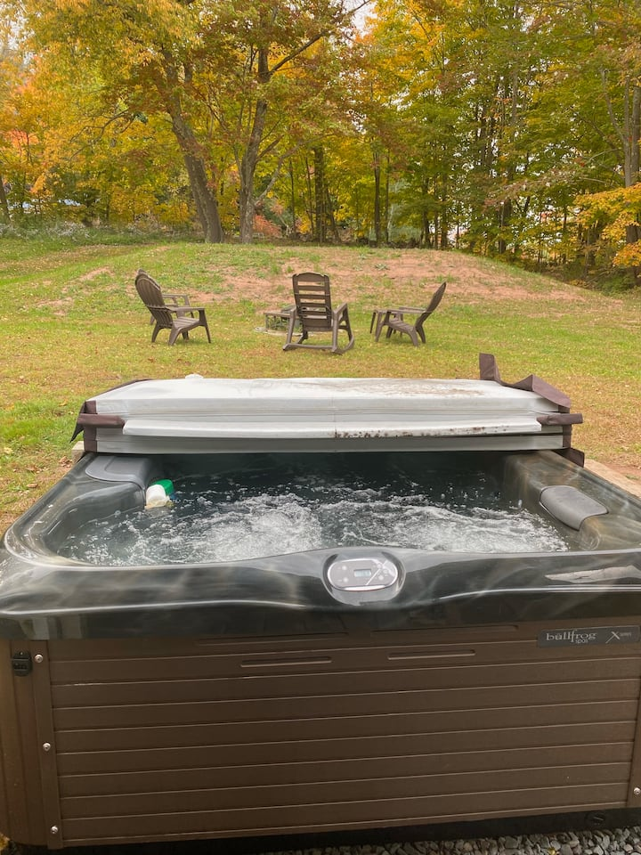 Windham Mountain Cottage with Hot Tub
