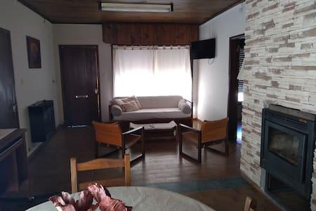 Casa amplia tres dormitorios