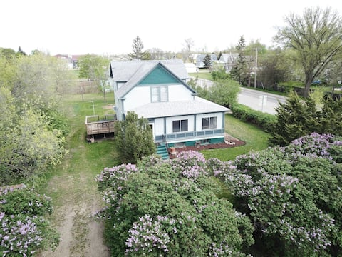 The Lilac House - center of Ipswich, SD