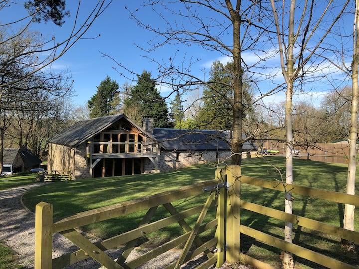 Beautiful Barn Conversion close to Cardiff
