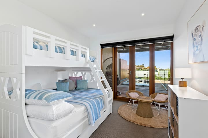 Spacious bunk room with an abundance of natural light, with a double base & single top. Kids toys and a cute children's setting add to the functionality of this family-friendly home.
