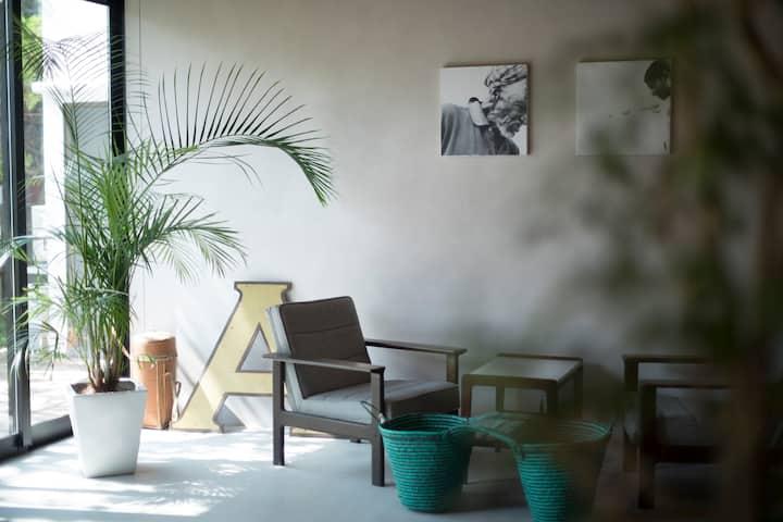 AMIGO HOUSE 古民家をリノベーションしたコワーキングスペース&キッチン併設のホステル B