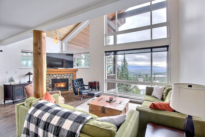 Cozy Chalet with Amazing View and Private Hot Tub