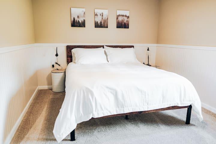 Bedroom #1 new queen memory foam mattress (firmer)