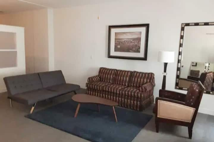 Great 1BR Apt | Good Value | Downtown Location