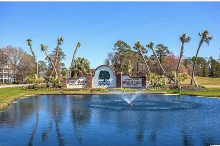 Beautiful Golf View- Entire space near Beach/Mall