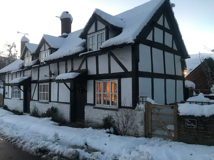 Idyllic Rural Herefordshire Black & White Cottage