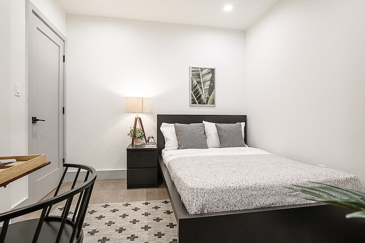 Furnished Room in the Heart of Upper West Side