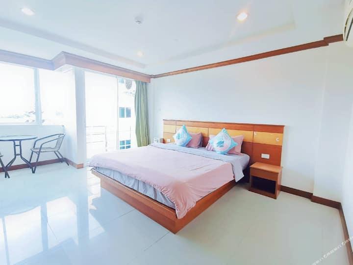 Long-Term/Patong Queen Room/Balcony/Kicten&Washing