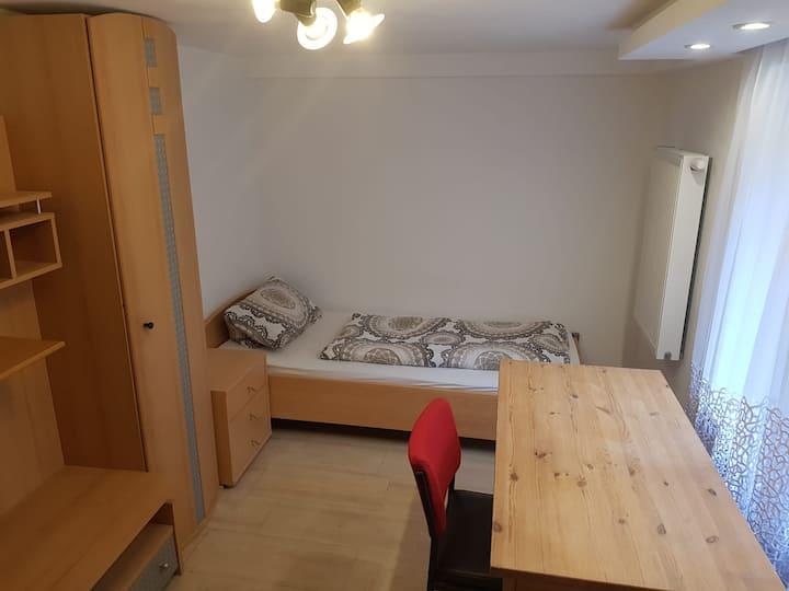 Renoviertes Zimmer in ruhiger Gegend