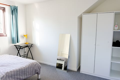 En-suite bedroom Near Brindley Place with Parking