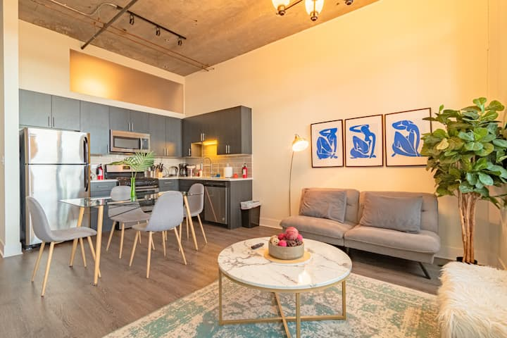 Luxurious 2Br/2Ba in Downtown + optional parking