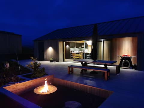 Modern House, Extensive Views. Your Private Haven!