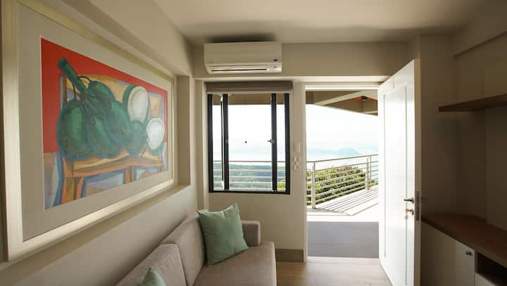 Deluxe Queen Room with Panoramic Taal View
