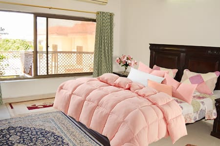 Super Clean,beautiful,spacious Rooms/Upper portion