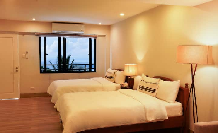 Deluxe Premium Queen Room with Panoramic Taal View
