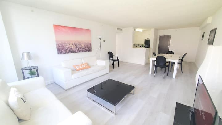 Spacious 1 Bedroom at Flamingo South Beach