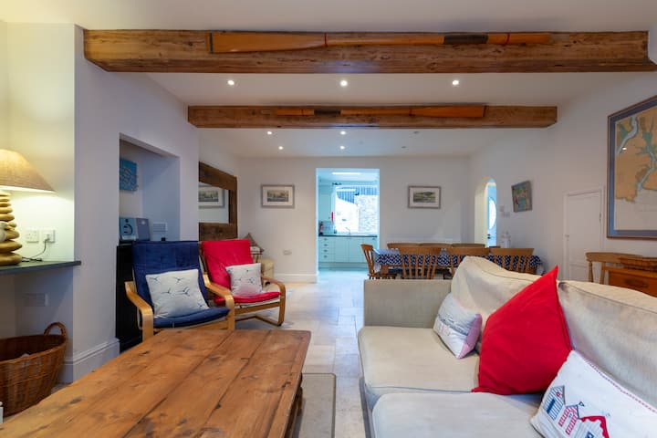 Island Cottage, Salcombe Town; sleeps 8