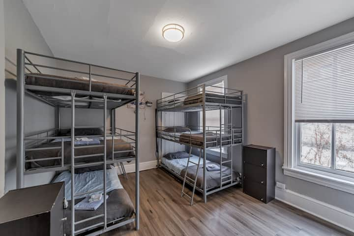 ☆Modern Coed Dorm (B2) - Downtown Reading!!☆