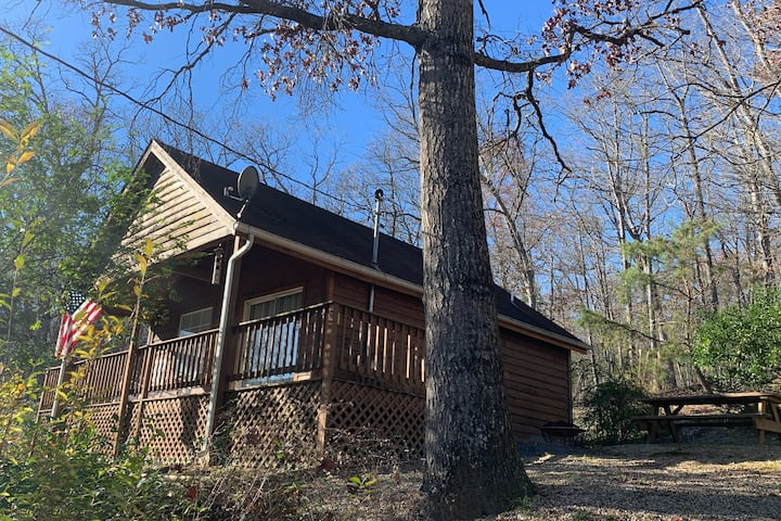 Moonlight Memories - wooded, secluded/pet friendly