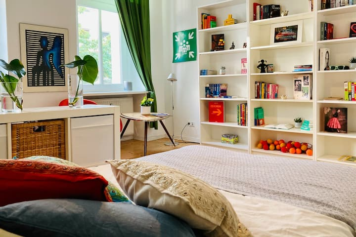 Cozy room close to Boxhangener Platz and U5