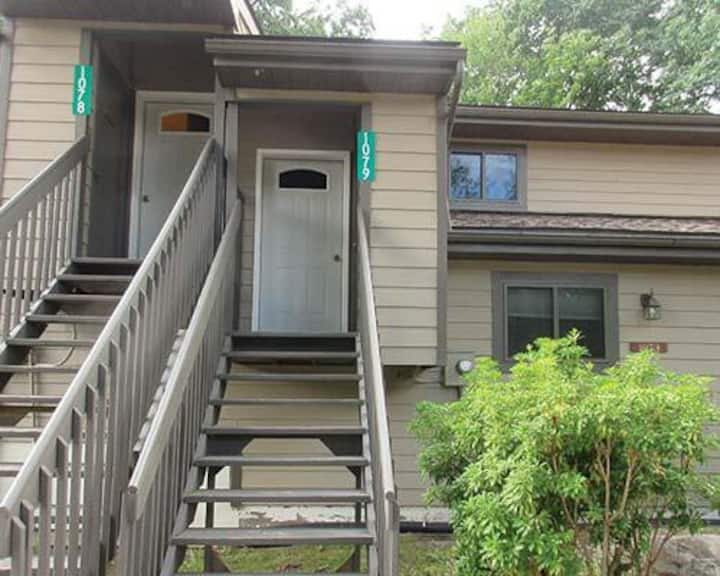2BR 2BA with Sauna-Close to skiing in the Poconos