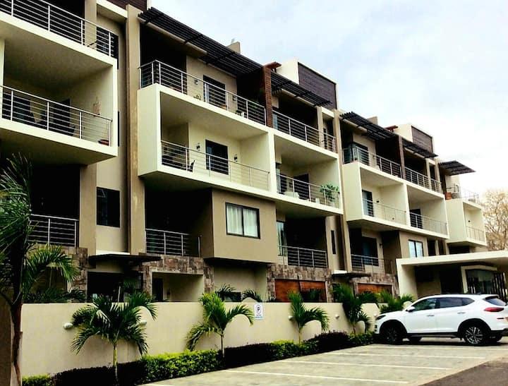 Islanders Home-Beach 1km-Private BR-Tropical Vibes