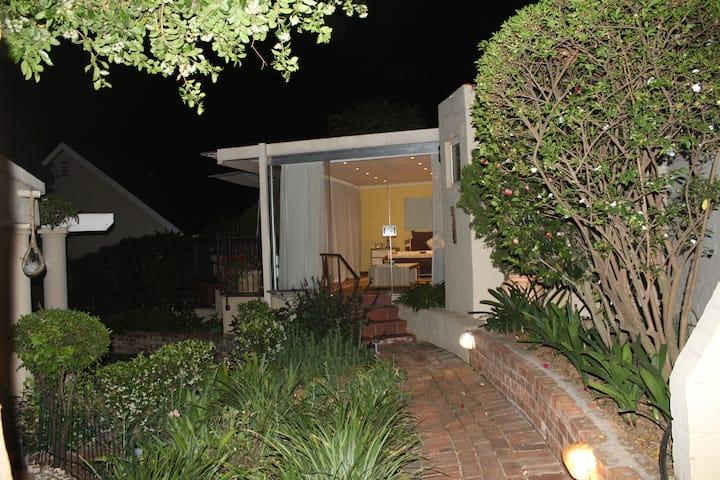 Cosy Garden Studio
