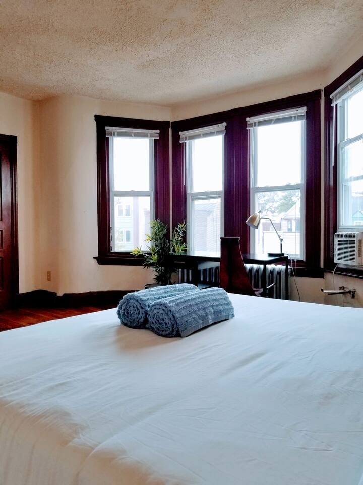 Private Bedroom in University City w/ Nice View!!