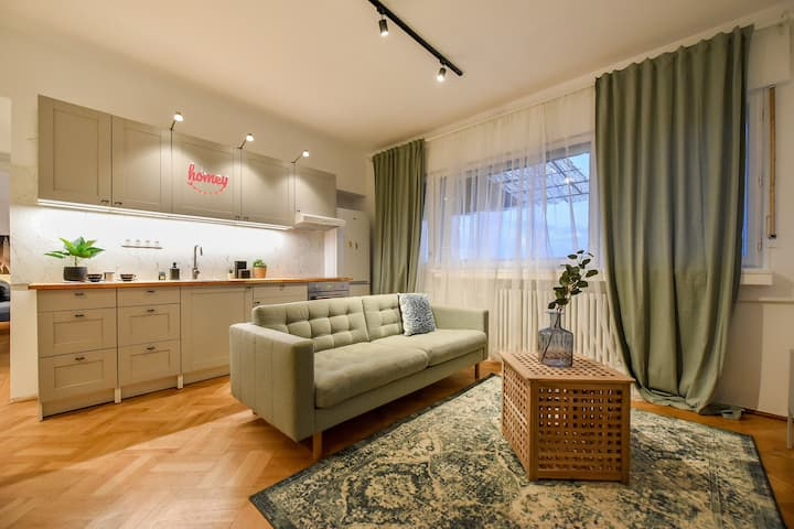 LIFE IN PASTEL | Armeneasca Central Apartment