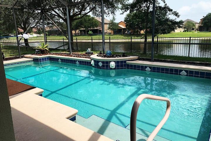 Zen-like Lakefront Pool Home (King room)