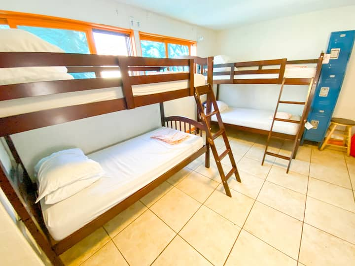Surf Hostel on Pacific Beach - 10 Bed Mixed Dorm