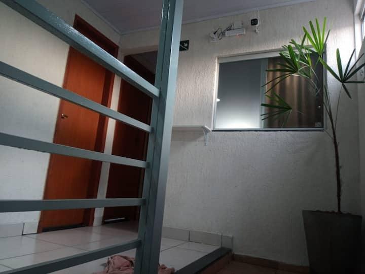 Quarto com banheiro privativo TV Wi-Fi