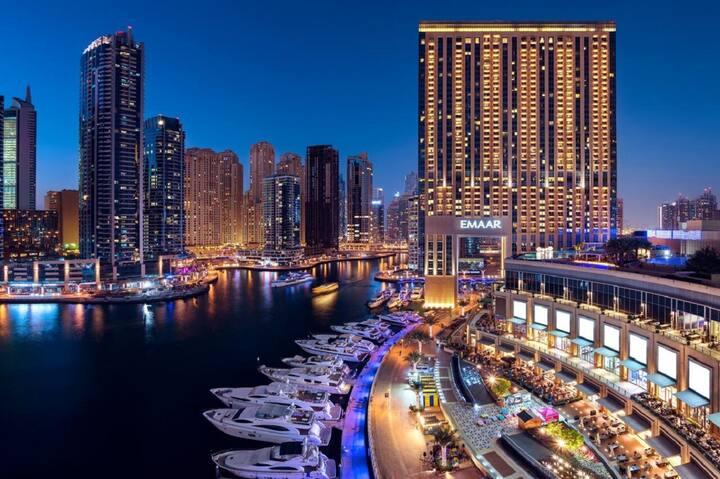 Bright Studio with Direct Access Dubai Marina Mall