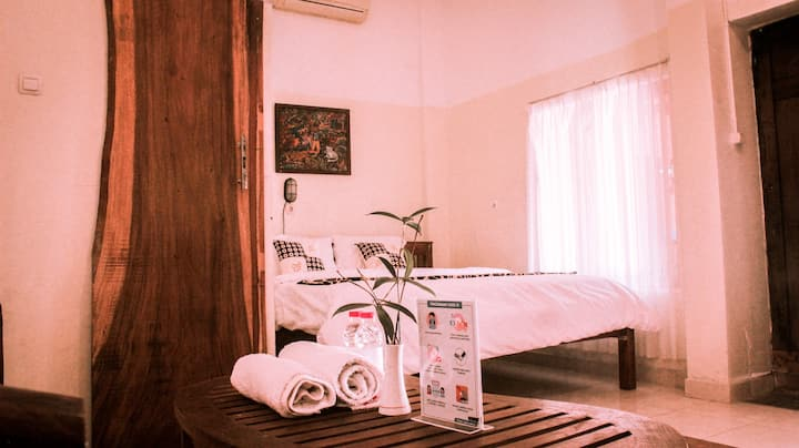 Spacious Room @ nDalem Joglo Krawitan Homestay